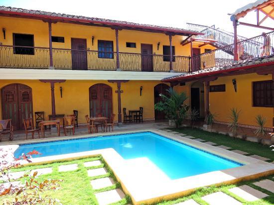 Hotel La Pergola: Pool and Restaurant