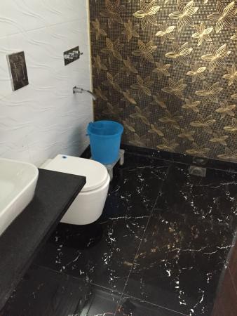 Hotel Sun International: Neat bathroom