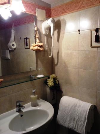 Ca' della Loggia : Bathroom