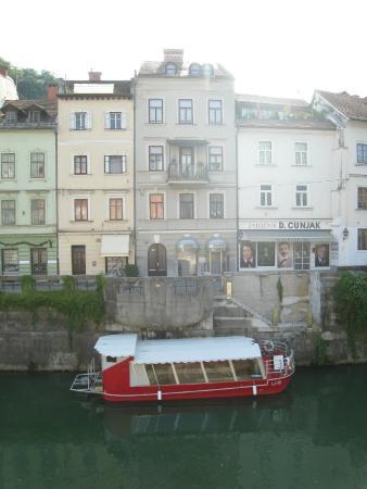 Boat Cruise Emonca - Ljubljana