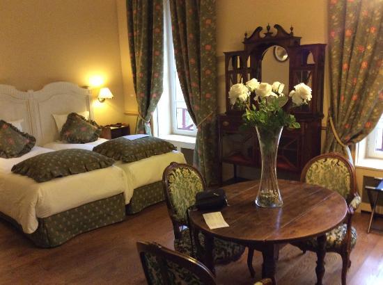 Hotel de Paris: une partie de la chambre