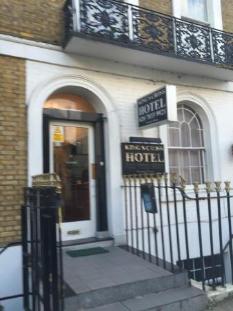 King's Cross Hotel: Hotel Front