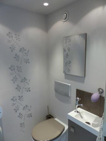 Auberge de Trente Pas : wc et point lavabo