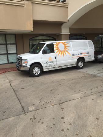 La Quinta Inn & Suites Downtown Conference Center : Shuttle van