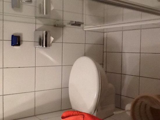Hotel Conti: Blick ins Bad