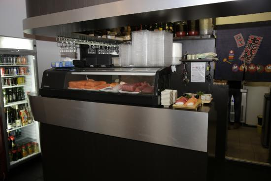 Restaurant japonais bistrot sushi paris 17 12 rue l on for Restaurant japonais cuisine devant vous paris