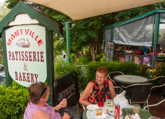 Montville Patisserie and Bakery: Great outdoor seating