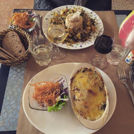 Chez Helen: Lasagne et plat du jour !