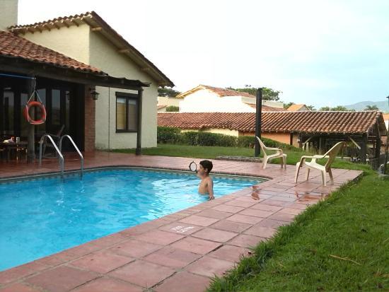 Foto de fincas panaca quimbaya piscina y caba as for Modelos de piscinas en fincas