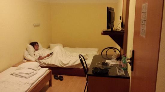 Hotel Cyrus: Ne chercher pas la déco. Le TV ne marchait pas