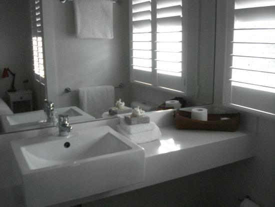 Barbara's Guesthouse : Newly remodeled bathroom