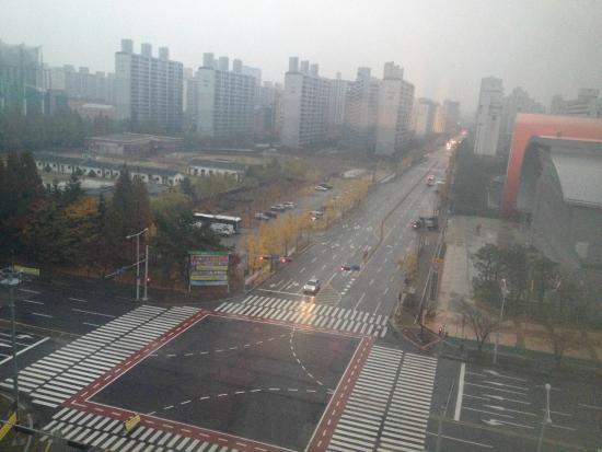 Holiday Inn Gwangju: Vista para frente do hotel
