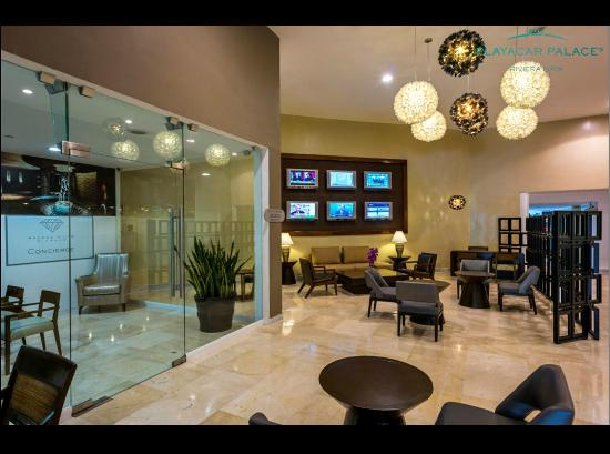 Playacar Palace: Members Lounge