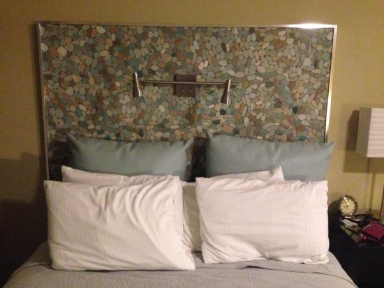 Inn At East Beach: These beds are super comfy and love the funky headboard & These beds are super comfy and love the funky headboard - Picture of ...