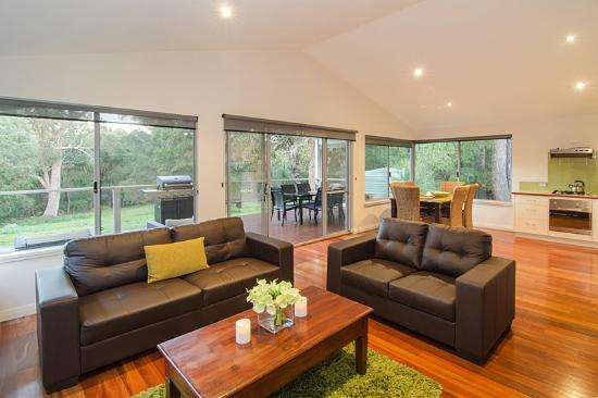 Acacia Chalets Margaret River: Chalets with Open Plan Living Area