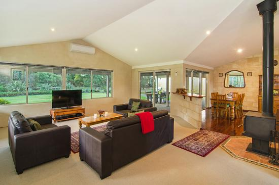 Acacia Chalets & Margaret River Beach Studios: Chalet Four - Lounge Area with Wood Fire