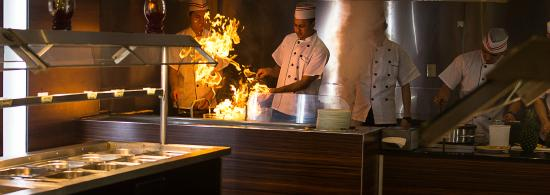 Buffet Island Live Cooking In The Restaurant