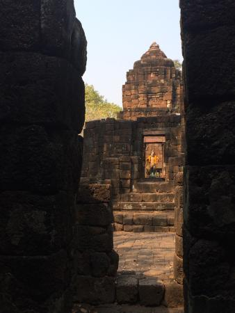 Prasat Muang Singh : Inside the first ruin