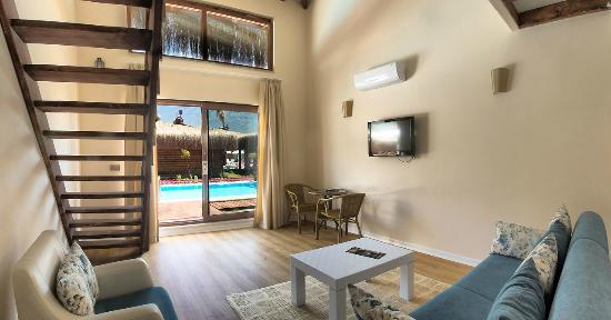 Sahra Su Holiday Village & Spa: Bungalow Dublex Room Enterance