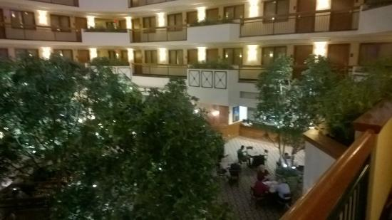 Embassy Suites by Hilton Austin Arboretum: view from 2nd floor