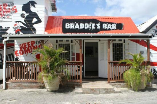 ‪Braddies Bar‬