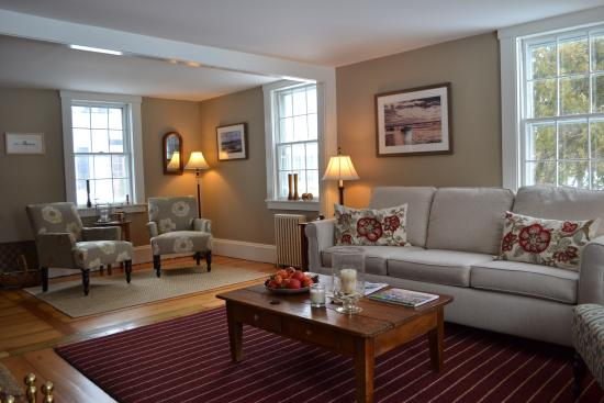 The Parsonage Inn: lounge