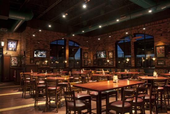 Jake N Joes Sports Grille Main Dining Room