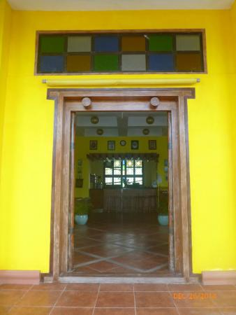 Mangrove Oriental Resort : Entrance to the resto