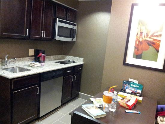 Homewood Suites by Hilton Doylestown: Kitchen area