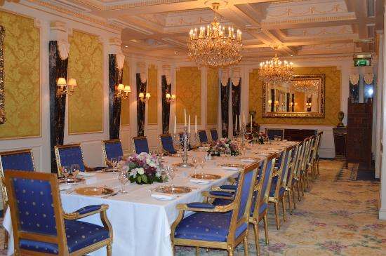 The 10 best restaurants near crowne plaza london kensington for Restaurants with private rooms near me