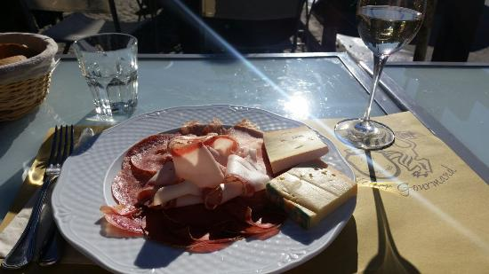 Atelier Gourmand: Very good ham and cheese plate