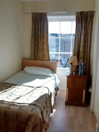 Merith House Hotel : single room 9