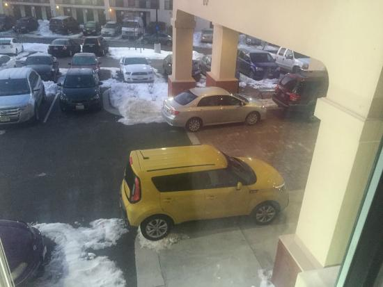 Hampton Inn & Suites Baltimore / Woodlawn: More cars parked where they should not be!!!