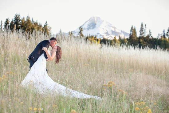 Mt. Hood Bed and Breakfast: Summer Wedding