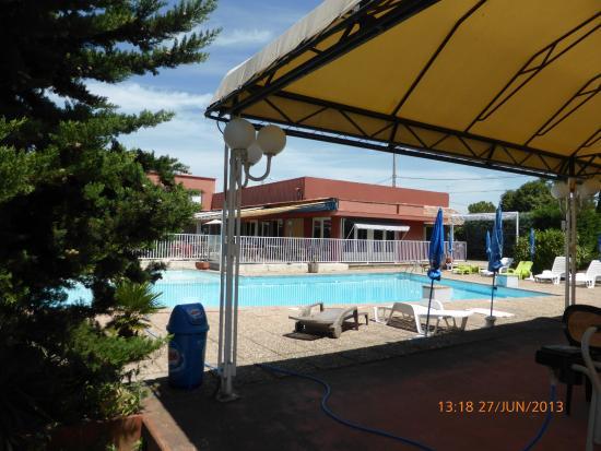 L'Hostellerie des Pins : vue sur la piscine