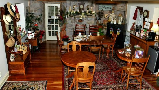 Living Spring Farm Bed and Breakfast: Dining Room