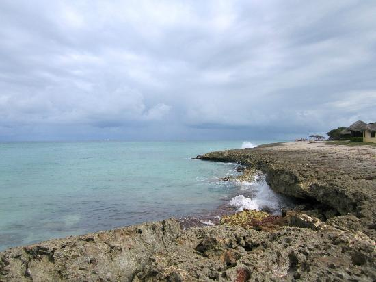 Varadero Beach : Encuentro del mar con las rocas en la Peninsula de Hicacos, Cuba