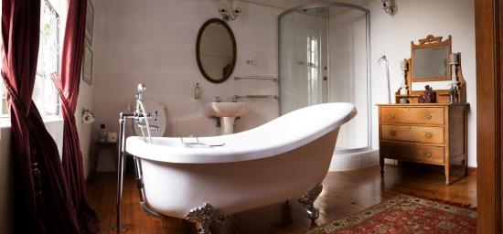 Bathroom picture of armadale boutique lodge harare for Bathroom designs zimbabwe
