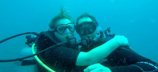 Casa del Mar Scuba Diving: Even underwater she cant keep her hands off me. ;)
