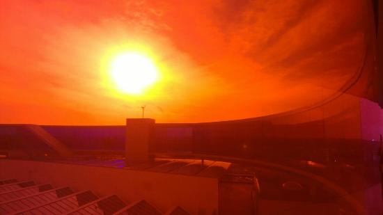 Aarhus, Danemark : Behind the orange filter of the Rainbow Panorama!
