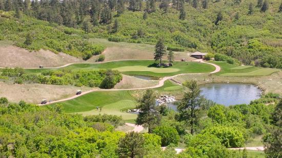 Sanctuary Golf Club : Elevation drop on a par 4