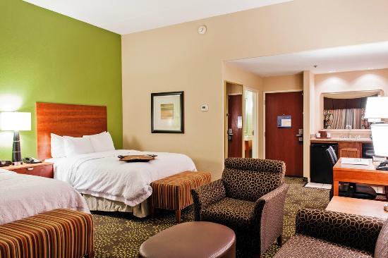 Hampton Inn and Suites Harlingen: Suite with Two Queen Beds