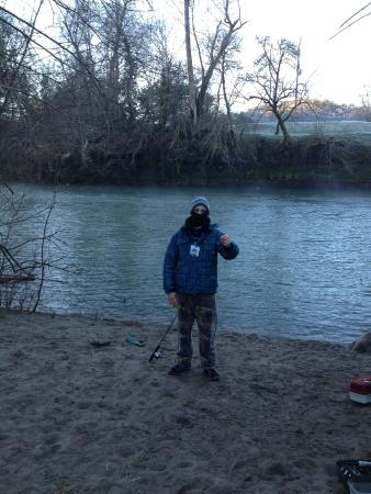 Gold Hill, OR: A cold morning fishing at Valley of the Rogue campground