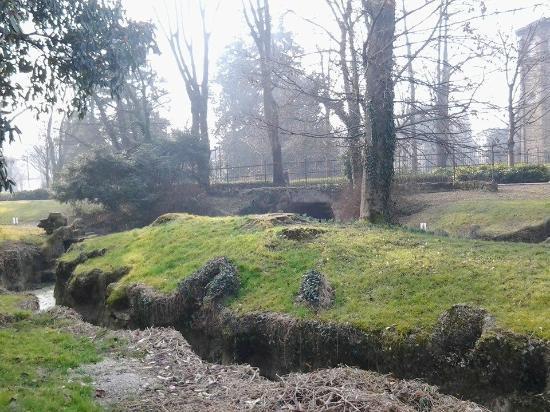 Anfiteatro Romano - Giardini dell'Arena : Arena Romana