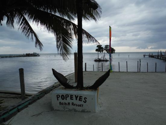 Popeyes Beach Resort : view front of hotel