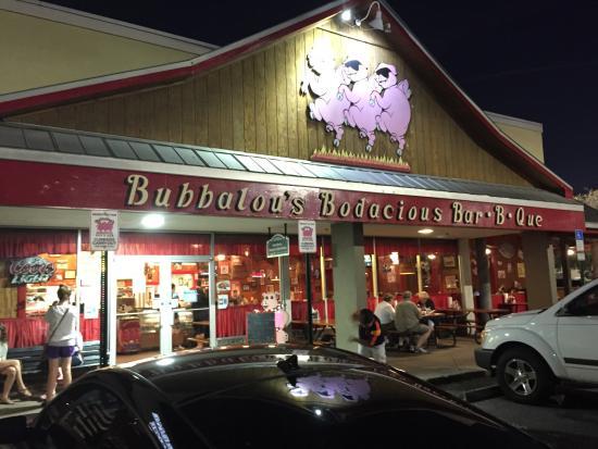 Bubbalou's Bodacious Bar-B-Que: Front of the restaurant.