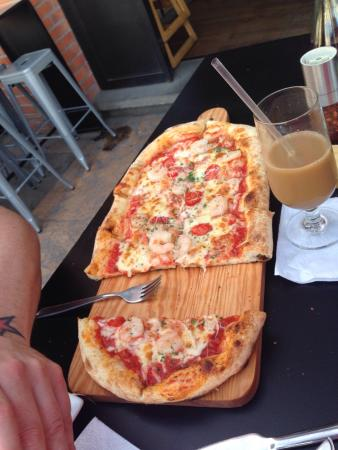 "Pan di Bacco: 12"" shrimp pizza"