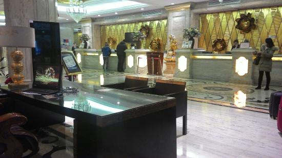 Relax Hotel: Lobby today