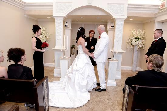 Wedding Of Flowers Las Vegas : Chapel of the flowers las vegas wedding foto de