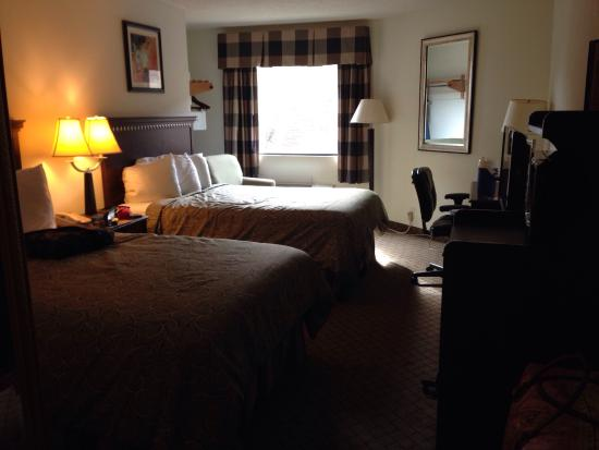 Ramada Limited Biloxi Beach: Great size room